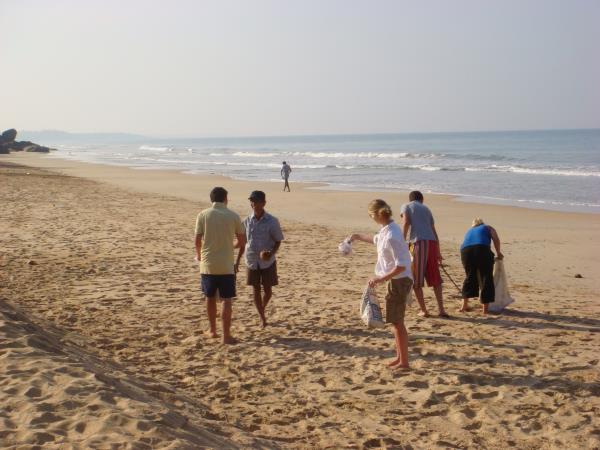 Family volunteering with Sea turtles in Sri Lanka