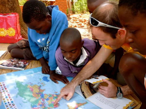 Volunteering in Malawi, reading with children