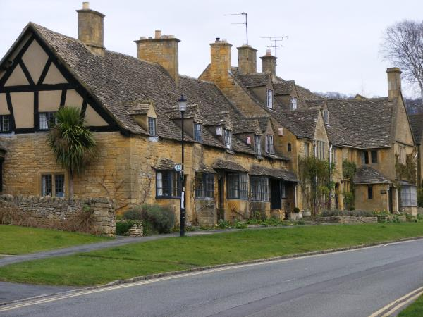 Cotswolds Way self guided walking vacation, England
