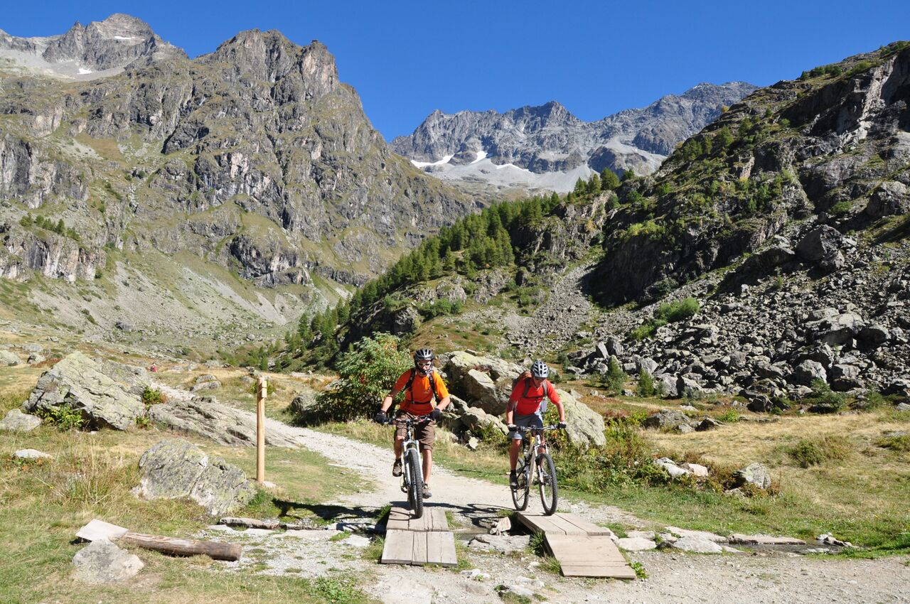 Multi-activity vacation in the French Alps
